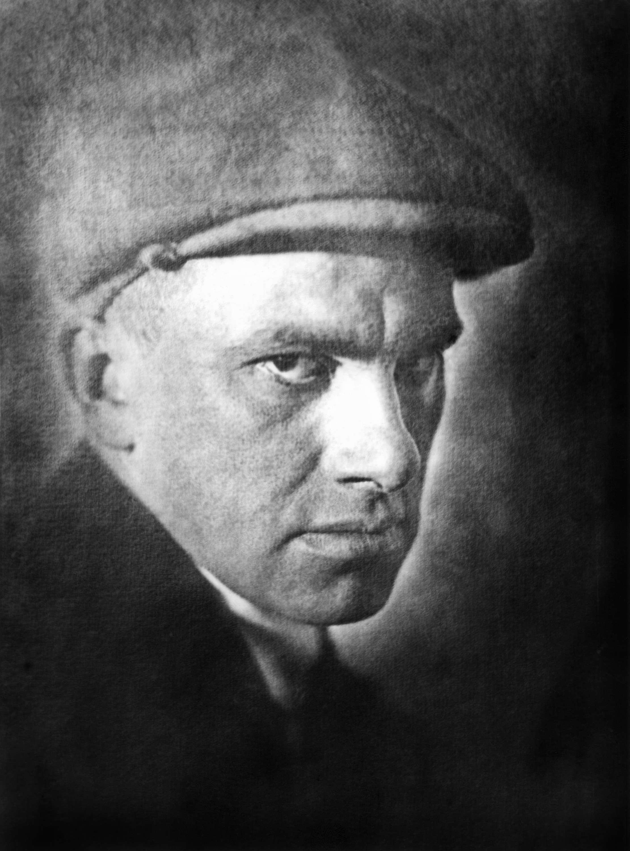 ITAR-TASS: USSR. MOSCOW. Poet Vladimir Mayakovsky. (Photo ITAR-TASS) Ìîñêâà. Ïîýò Âëàäèìèð Ìàÿêîâñêèé. ÐÃÀÊÔÄ/Ôîòî ÈÒÀÐ-ÒÀÑÑ